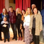 Ο συγγραφέας Νίκος Μιχαλόπουλος κόβει την κορδέλα των εγκαινίων της βιβλιοθήκης του 141ου Δημ. Σχολείου Αθηνών με δυνατά μηνύματα κατά του bullying
